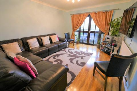 2 bedroom flat for sale - Hawthorne Court, Hawthorne Way, Stanwell, TW19