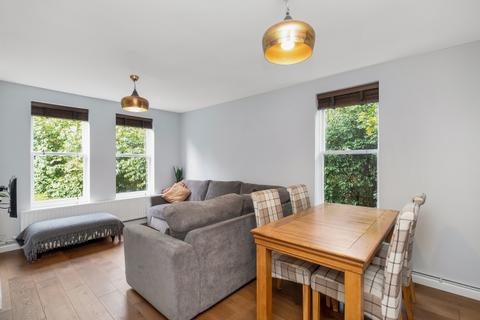 2 bedroom flat - Wickham Road London SE4