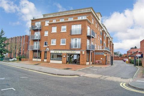 3 bedroom flat to rent - High Street, Uxbridge, Middlesex
