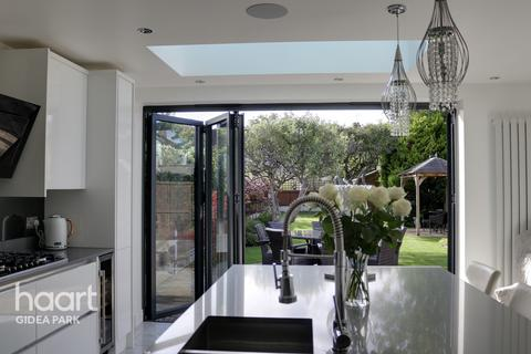 5 bedroom semi-detached house for sale - Woodlands Road, Romford, RM1