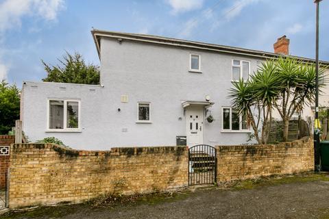 3 bedroom semi-detached house for sale - Brassie Avenue, London