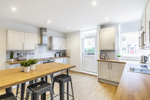 6 bedroom terraced house to rent - Stanmore Place, Leeds, LS4