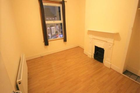2 bedroom flat to rent - Hoe Street, Walthamstow, London
