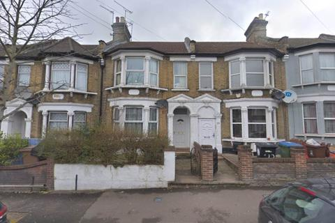 2 bedroom house to rent - Grove Road, Walthamstow, London