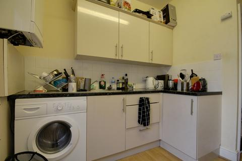 3 bedroom flat to rent - Hoe Street