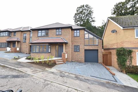4 bedroom detached house for sale - Old Orchard, Luton