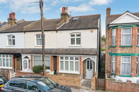 3 bedroom end of terrace house for sale - Meadow Road, Bromley, BR2