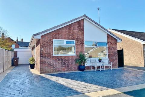 2 bedroom detached bungalow for sale - Pinewood Crescent, Lytham