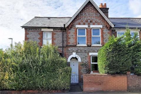 3 bedroom terraced house for sale - Briants Avenue, Caversham, Reading