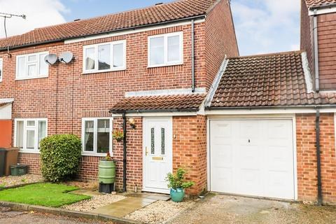 3 bedroom semi-detached house for sale - Boleyn Way, Boreham, Chelmsford
