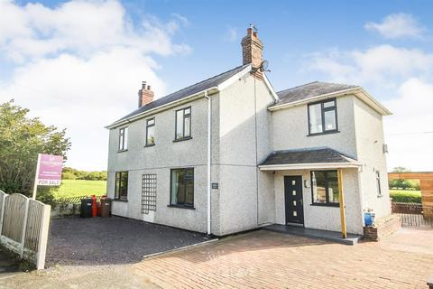 4 bedroom detached house for sale - Padeswood Road, Buckley