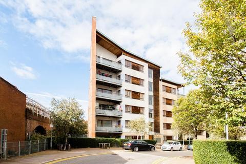 2 bedroom flat for sale - Stephenson Close, London