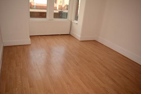 2 bedroom flat to rent - 2 Bedroom Flat Ground Floor
