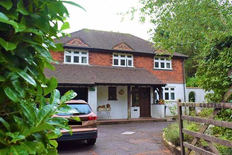 4 bedroom house for sale - FOUR BEDROOM HOUSE, Upper Woodcote Village, Purley
