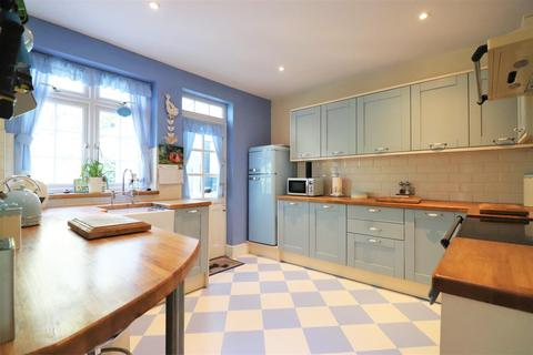 5 bedroom chalet for sale - Bexley Road, Erith