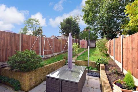 3 bedroom semi-detached house for sale - Castleton Avenue, Barnehurst, Kent
