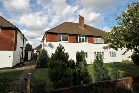 2 bedroom maisonette - Stonecot Hill, Sutton
