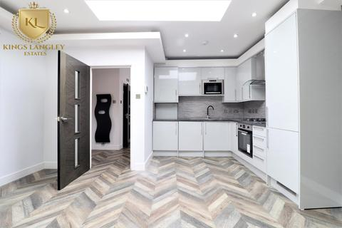 2 bedroom detached house to rent - Steventon Road, London
