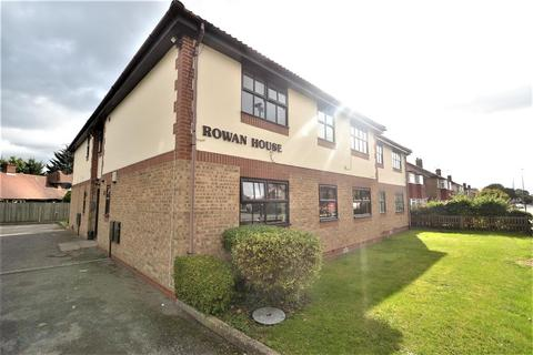 2 bedroom apartment to rent - Rowan House, Hatton Road, Bedfont