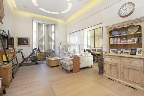 3 bedroom apartment to rent - Pearson Square, Fitzrovia, W1T