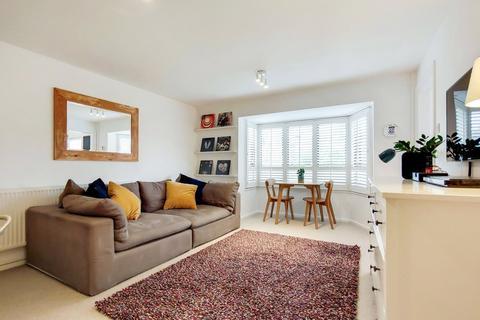 1 bedroom flat - Linden Walk, London, N19