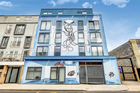 3 bedroom apartment to rent - Mowlem Street, London, E2