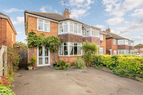 3 bedroom semi-detached house for sale - Howard Avenue, Bromsgrove, B61 8PP