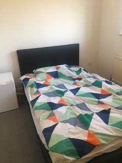 3 bedroom house share to rent - Single Room to Rent in Shared House in Grasmere Close, Feltham TW14.