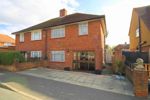 3 bedroom semi-detached house for sale - Monarch Close, Feltham, TW14