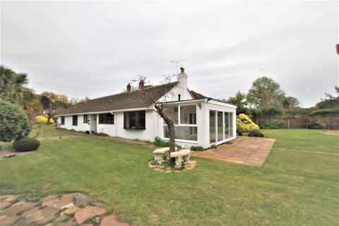 4 bedroom bungalow to rent - Highdown Avenue, Emmer Green, Reading