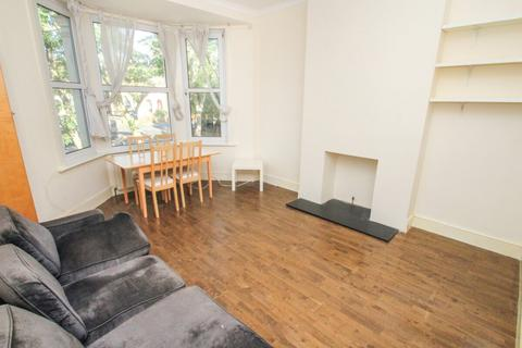 2 bedroom flat to rent - FLAT, Drayton Road, Leytonstone, London, E11 4AR