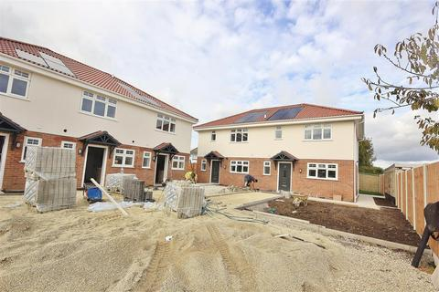 3 bedroom semi-detached house for sale - Polperro Place, Parkstone, Poole