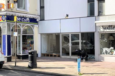 Retail property (high street) to rent - Wellington Square, Minehead