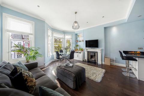 3 bedroom flat for sale - Elspeth Road, Battersea, London