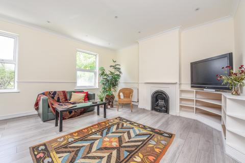 3 bedroom apartment for sale - Avenue Gardens, London, W3
