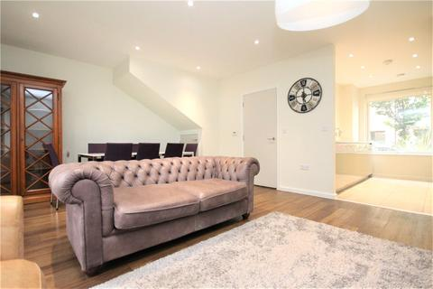 4 bedroom terraced house to rent - Rosenburg Road, London, W3