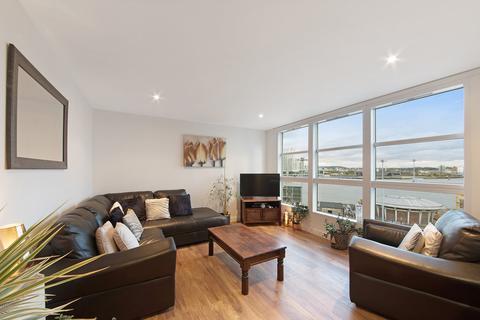2 bedroom apartment to rent - Nova Court West, Blackwall, E14