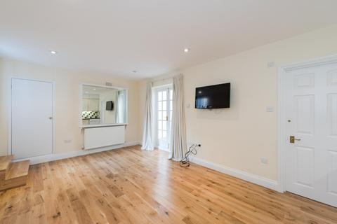 House to rent - Montagu Mews South, London