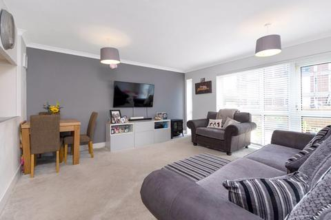 3 bedroom flat for sale - Manor Road, Sidcup