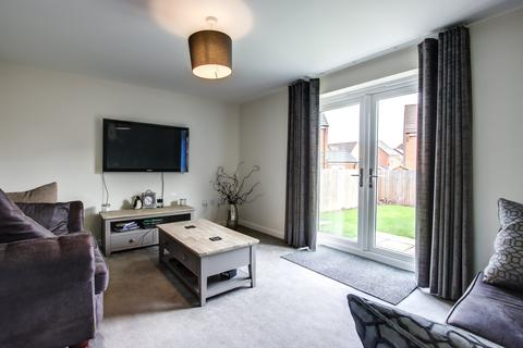 3 bedroom semi-detached house to rent - Hutchinson Court, Dinnington,