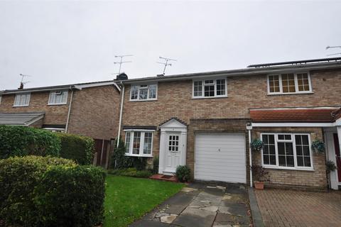 3 bedroom detached house to rent - Hatfield Gardens, Farnborough