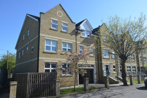 2 bedroom property to rent - Leacroft, Staines-upon-Thames, TW18