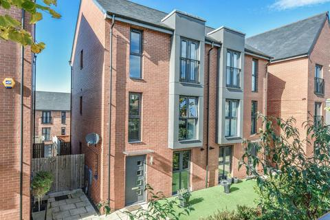 4 bedroom townhouse for sale - William Wailes Walk, Low Fell
