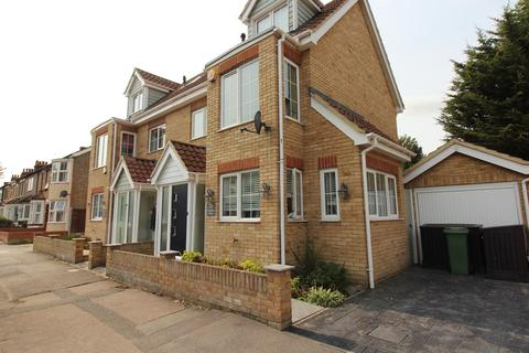 3 bedroom semi-detached house to rent - Margaret Road, Romford, Essex, RM2