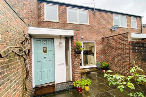 3 bedroom terraced house for sale - St. Olaves Close, Staines-upon-Thames, Surrey, TW18