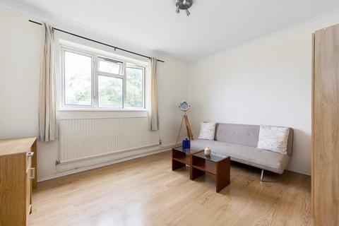 3 bedroom flat to rent - major road  E15