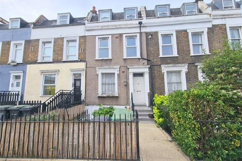 2 bedroom ground floor flat - Lewisham Way, New Cross, London,