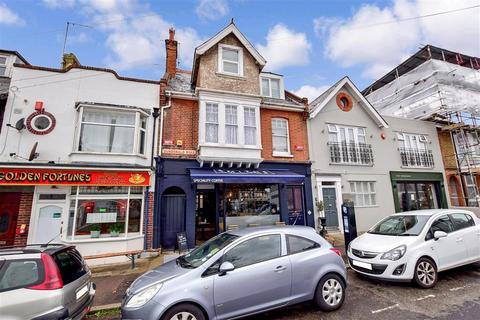 3 bedroom apartment - Dundonald Road, Broadstairs, Kent