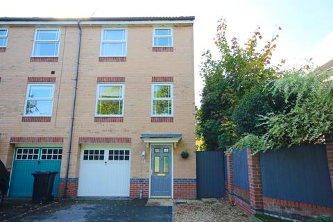 4 bedroom terraced house for sale - Carriage Drive,  Hartford, CW8