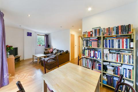 2 bedroom apartment for sale - Steward House, Trevithick Way, London E3
